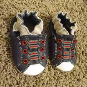 Robeez boy's shoes - 0-6 months