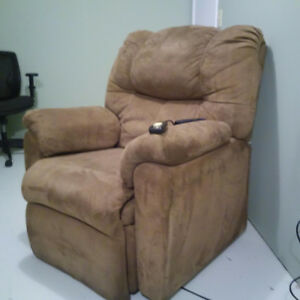 Large lift chair for sale!