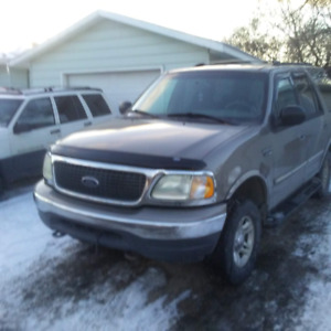 2001   Ford Expedition 9 passenger 4x4 very good mechanical 4.6L