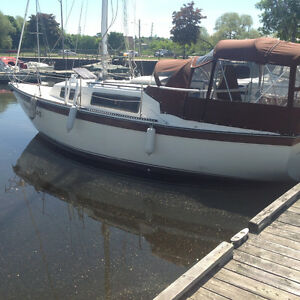 NASH 26, EXCELLENT CONDITION WITH SAILDRIVE
