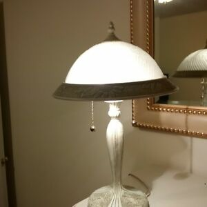 beautiful frosted glass top lamp Kitchener / Waterloo Kitchener Area image 2