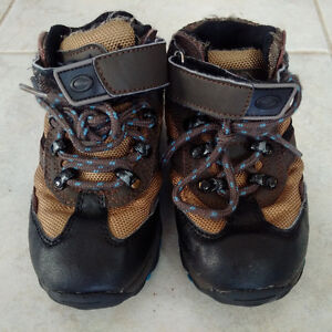 "Gymboree Hiking Boots (great shoe for ""outdoor"" school shoes)"