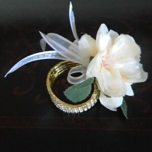 PROM CORSAGES <BOUTONNIERES,  SILK & FRESH, WEDDING SERVICES