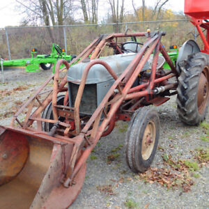 1952 Ford 8N tractor with Loader