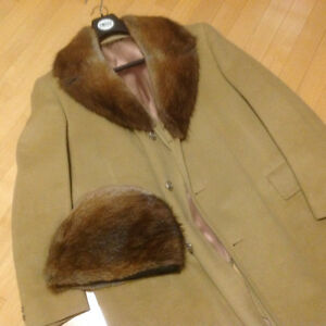Vintage cashmere coat with genuine fur collar