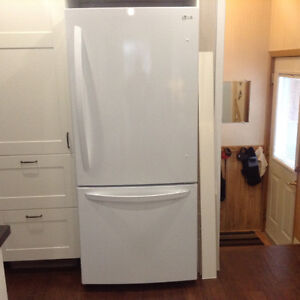 LG bottom freezer refrigerator