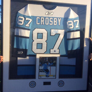 SIDNEY CROSBY AUTOGRAPHED JERSEY
