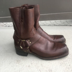 Frye Harness 8R Boot Mens brown size 7.5 almost new