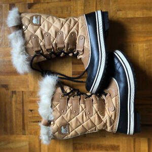SOREL BOOTS SIZE 8 LIKE NEW