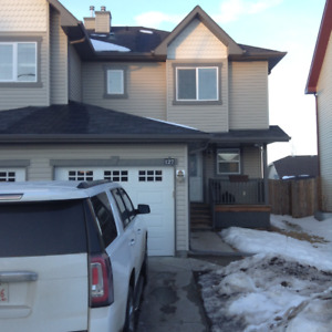 Modern  1/2 Duplex with Attached Single Car Garage in the Fort