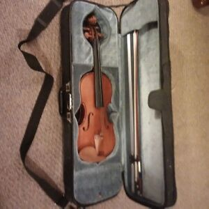 Beginners violin with bow and hard case for sale