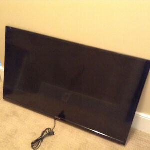 35 inch HD Hitachi Flat Screen W/ Wall Mount ( Very Next To New)