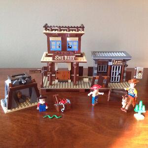 LEGO TOY  STORY # 7594 WOODY'S ROUNDUP ! (2010)