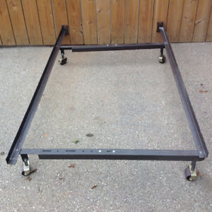 metal bed frame adjustable from Single  to Quine size w/casters