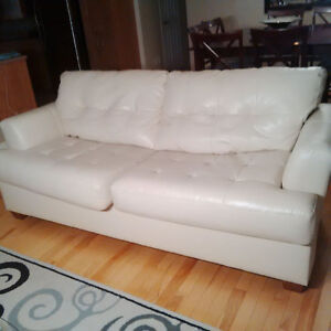 Used Leather couches / Divans en cuire usagé