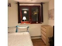 Stylish Double Room With LCD TV In Stoke Newington