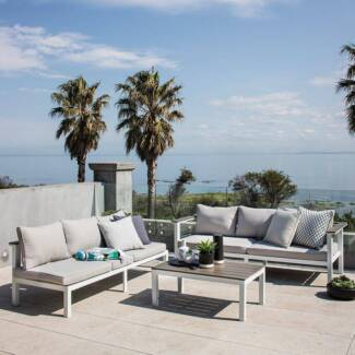 Outdoor Living Getaria L-Shaped Lounge Set with Table (New)