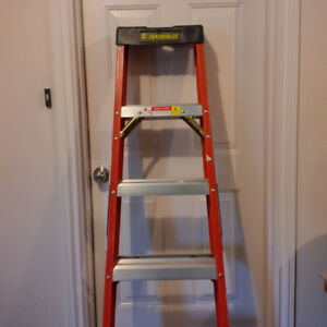 6' Heavy Duty Fiberglass Step Ladder