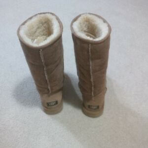 Ladies UGG Classic Tall Boot - Excellent Condition  Size 7