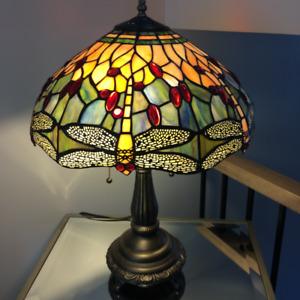 LAMPE DE TABLE TIFFANY (LIBELLULES) DE QUALITÉ