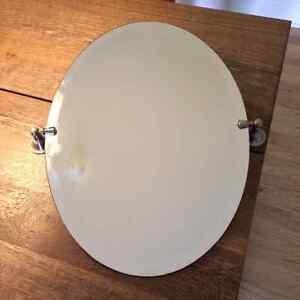 Miroir ovale pivotant