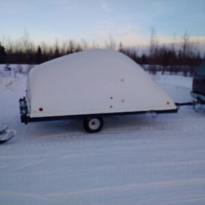 Covered tilting snowmobile trailer