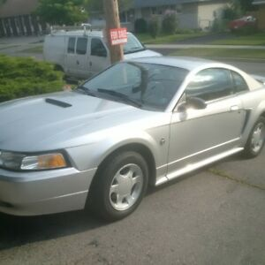 Ford Mustang Coupe (2 door)