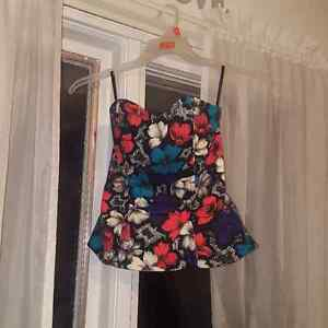 20$ Size 2 gently-used flowered bustier by FRENCH CONNECTION