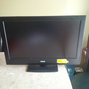 RCA LED TV/DVD Combo, 24-in in excellent condition **NEW PRICE*