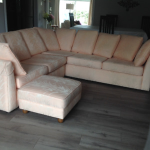 Beautiful 3-Piece Sectional Couch