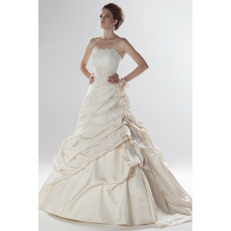 Ellis \'Princess and the frog\' wedding dress size 8   in Harrogate ...