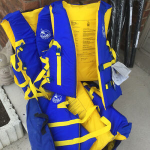 new set 4 life jackets one size with carrying case boat fishing