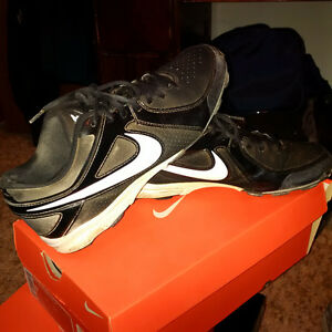 BASEBALL ATHLETIC CLEATS