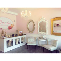 ROOM FOR RENT IN BUSY BELMONT VILLAGE SALON!