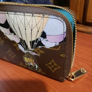 Louis vuitton balloon wallet zippy.