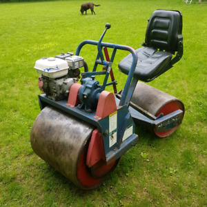 Commercial Sit Down Turf Roller
