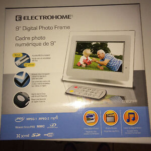 """Electrohome 9"""" Digital Photo Frame with Alarm Clock - New in Box"""