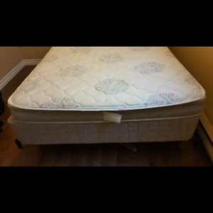 Like new! Sertapedic double bed for sale! *Coquitlam*