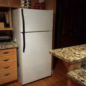 Kenmore Fridge with Icemaker