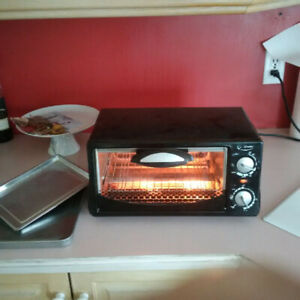 Four  Grille-Pain (Toaster Oven) Betty Crocker