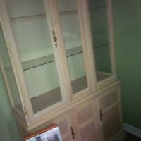 good condition china cabinet