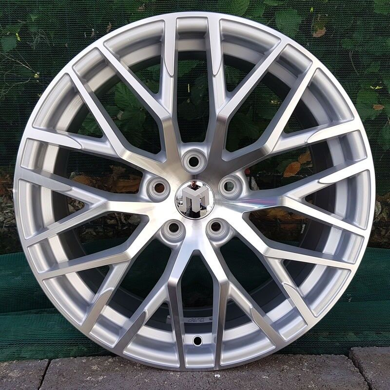 "18"" R8 Performance Alloys and tyres for 5x112"