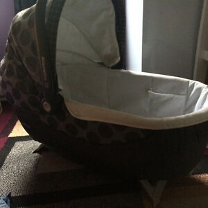 Peg perego travel bassinet with extra cover excellent condition