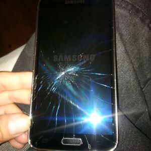 Samsung Galaxy S5 CRACKED but Still Working Rogers/fido $100