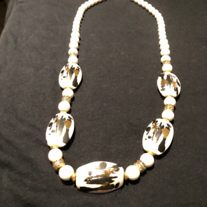 """Necklace with beautiful design details - 30"""" length"""