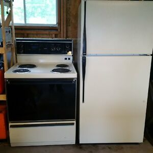 Stove and Fridge in Madoc