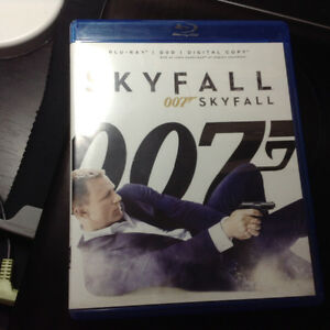 James Bond Skyfall Kingston Kingston Area image 1