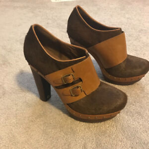UGGS Size 11 Never been worn. $60.00