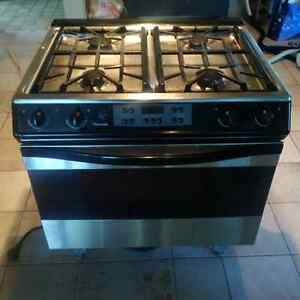 Thermador Gas range with ventilator/blower