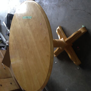 Dining table for Sale in Lacombe